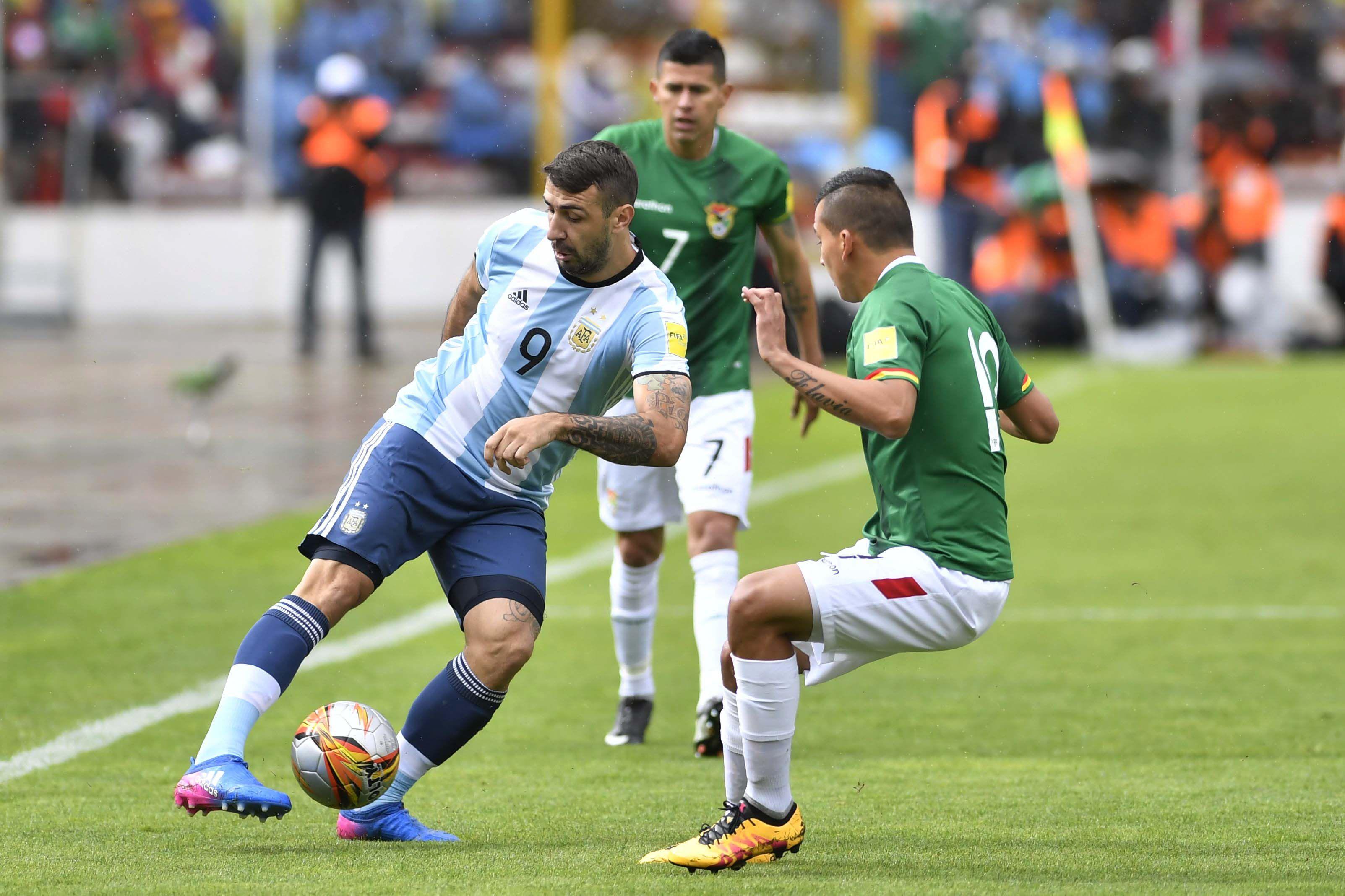 <p>Pratto jugando en las Eliminatorias contra Bolivia</p>