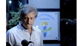 Sergio Marchi en la puerta de Futbolistas Argentinos Agremiados