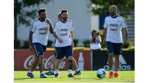 Lavezzi, Messi y Mascherano, los rosarinos de la Selección se divierten