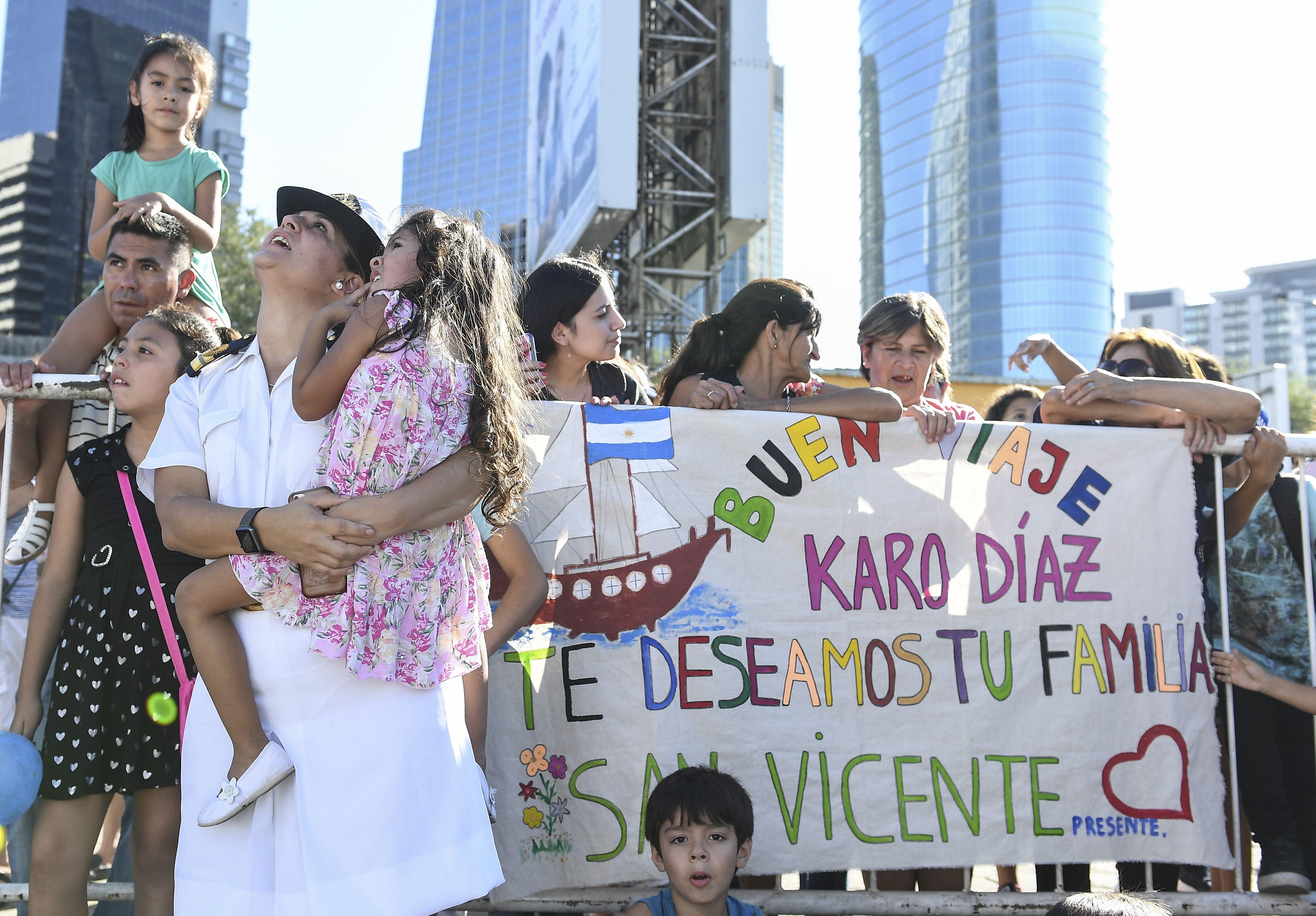 La Fragata Libertad inició un nuevo viaje: familiares despidieron a los tripulantes