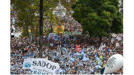 Los docentes vuelven a marchar en reclamo de una paritaria nacional