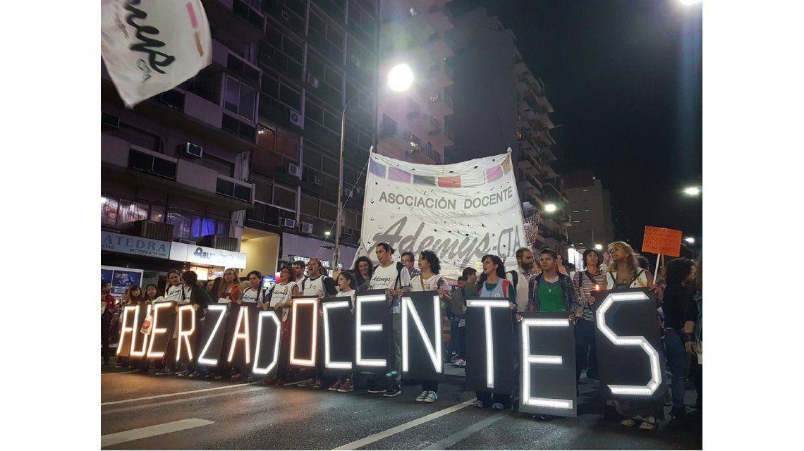 Docentes porteños se movilizan al Obelisco horas antes del paro nacional