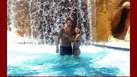 Gimena Accardi y Nicolás Vázquez emprendan un viaje a las Bahamas