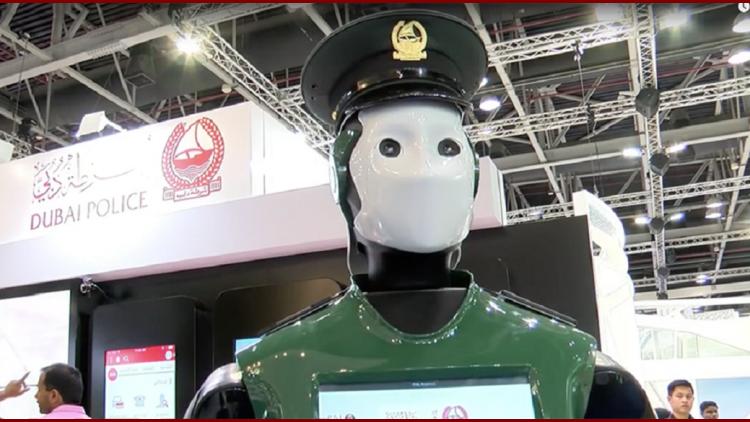 La policía de Dubái lanzará un agente robot - Crédito : RT