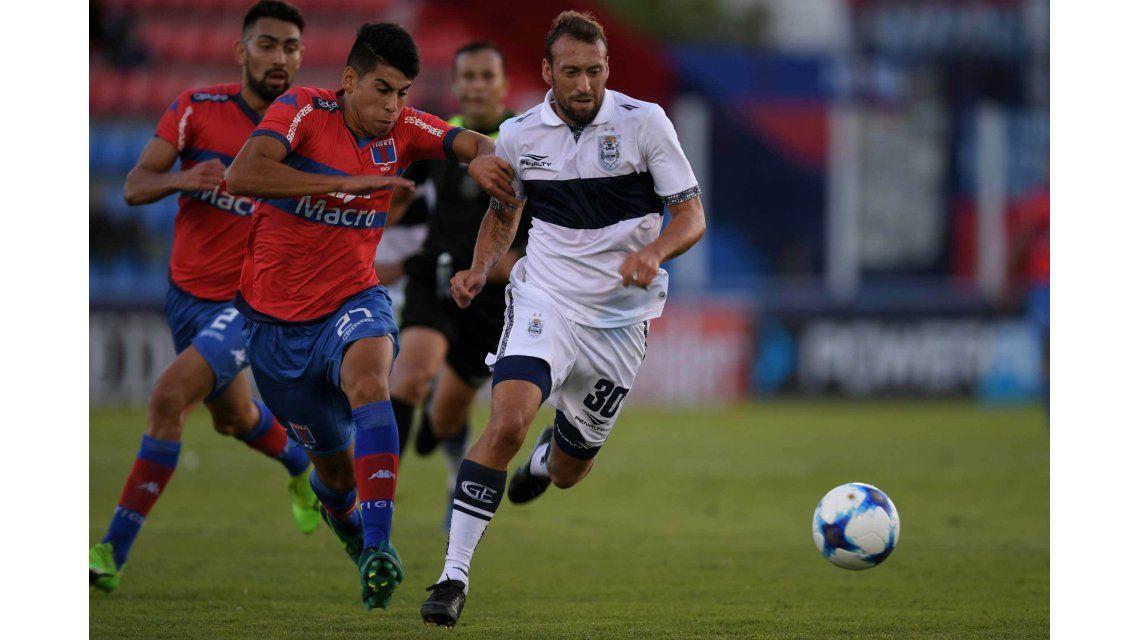 Con una jugada polémica, Gimnasia derrotó a Tigre en Victoria