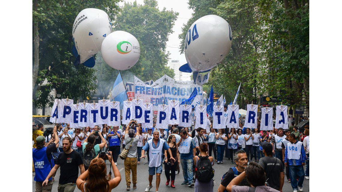 Los gremios piden que el Gobierno convoque a la paritaria nacional docente