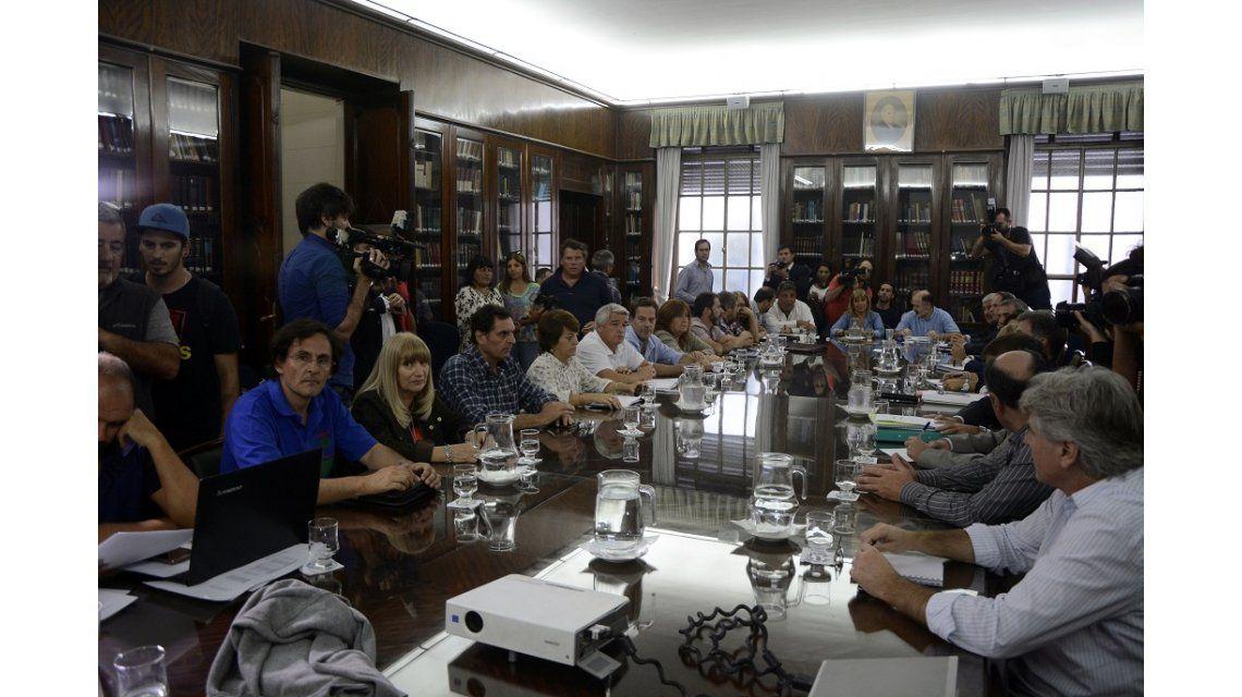 Arrancó la reunión entre la Provincia y los docentes para destrabar el conflicto