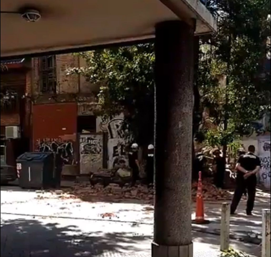 Derrumbe en las calles Ceballos y Humberto Primo