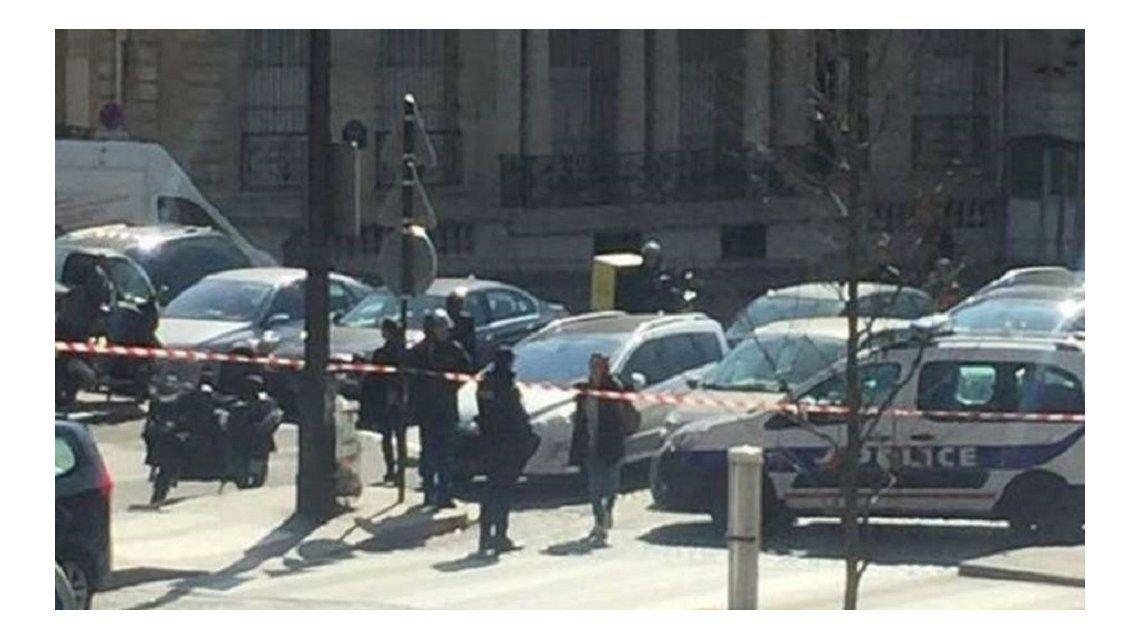 Atentado en París: un herido tras abrir un sobre bomba en la sede del FMI