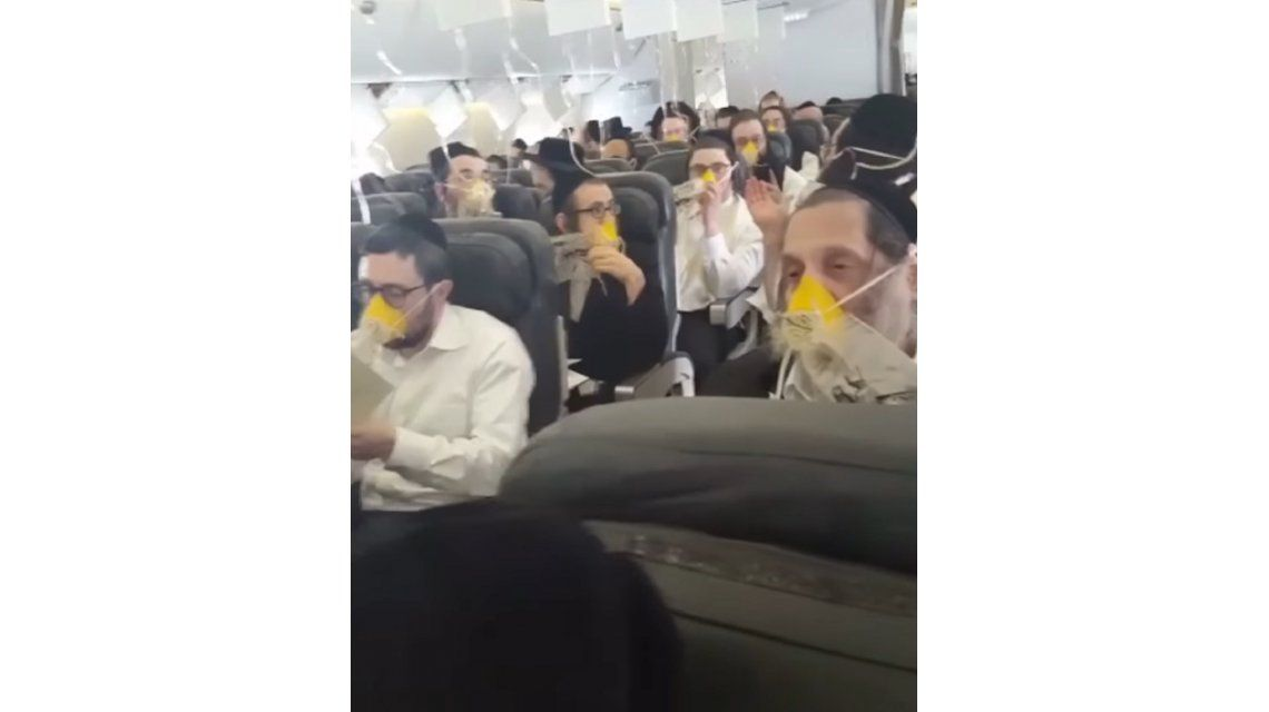 El dramático momento que vivieron los pasajeros durante un aterrizaje de emergencia