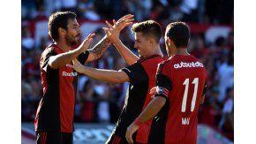 El festejo de todo Newell´s tras los goles de Scocco