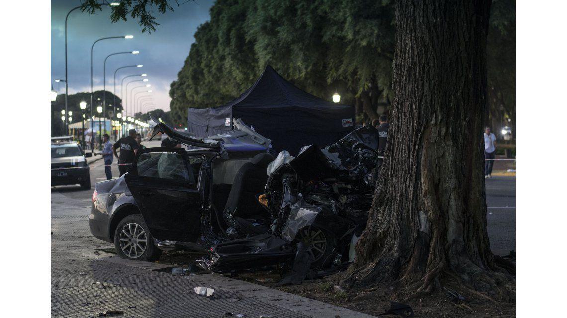 Dos muertos y un herido grave al estrellarse un auto en Puerto Madero