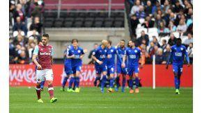 La tristeza de Lanzini, con el festejo del Leicester detrás