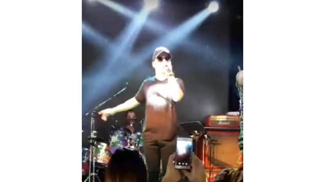 El cantante Pitty Murúa discutió con el público en pleno show