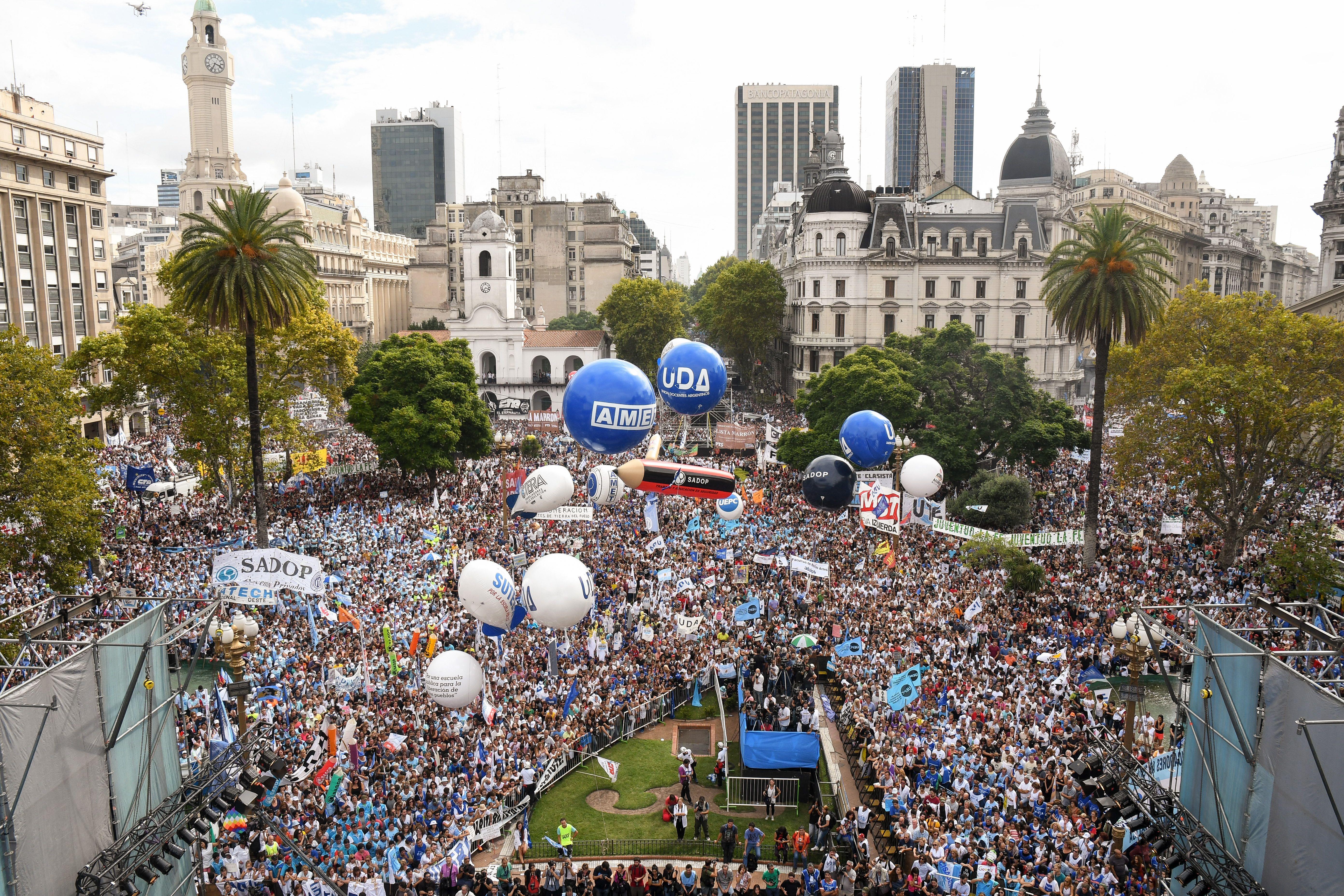 Docentes pararán el miércoles en reclamo de la apertura de la paritaria nacional
