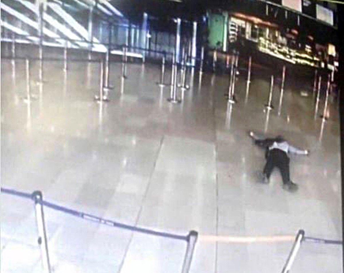 El papá de atacante abatido en París niega que su hijo haya sido terrorista