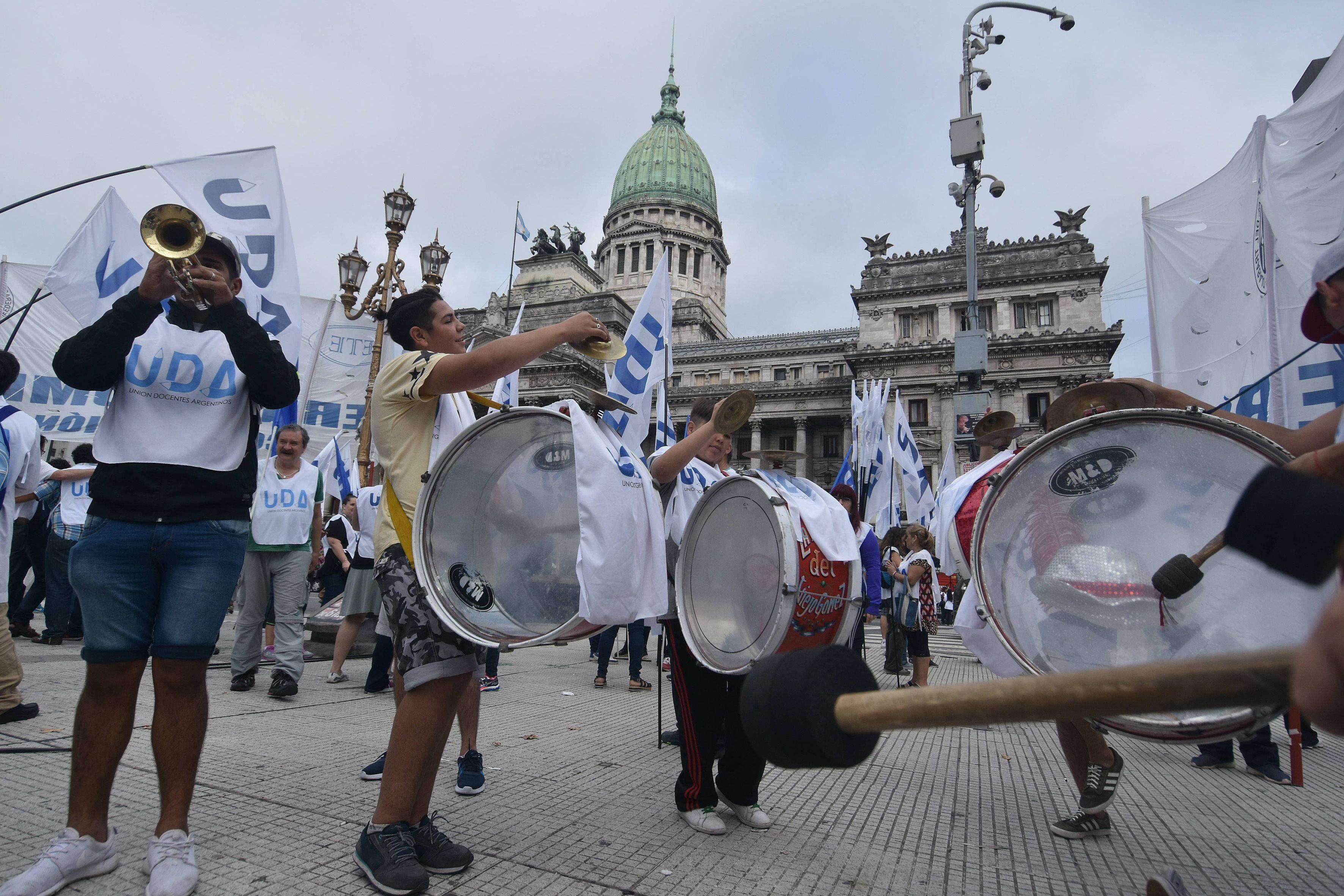 Algunas columnas se concentran en el Congreso rumbo a Plaza de Mayo