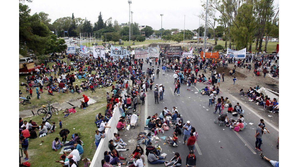 Protesta sobre Puente Pueyrredón