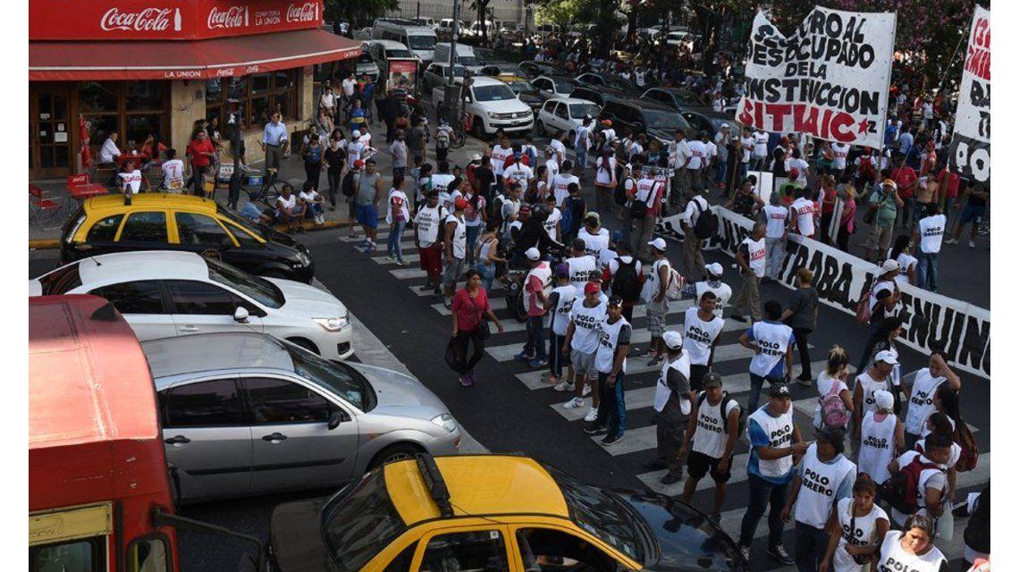 Los movimientos sociales planean pasar la noche en la Nueve de Julio