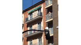 Una pareja fue filmada mientras tenía sexo en un balcón