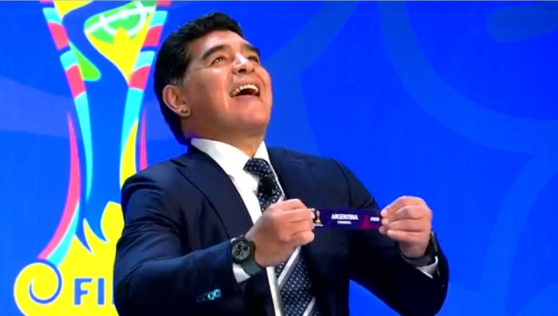 Diego Maradona en el sorteo del Mundial Sub 20