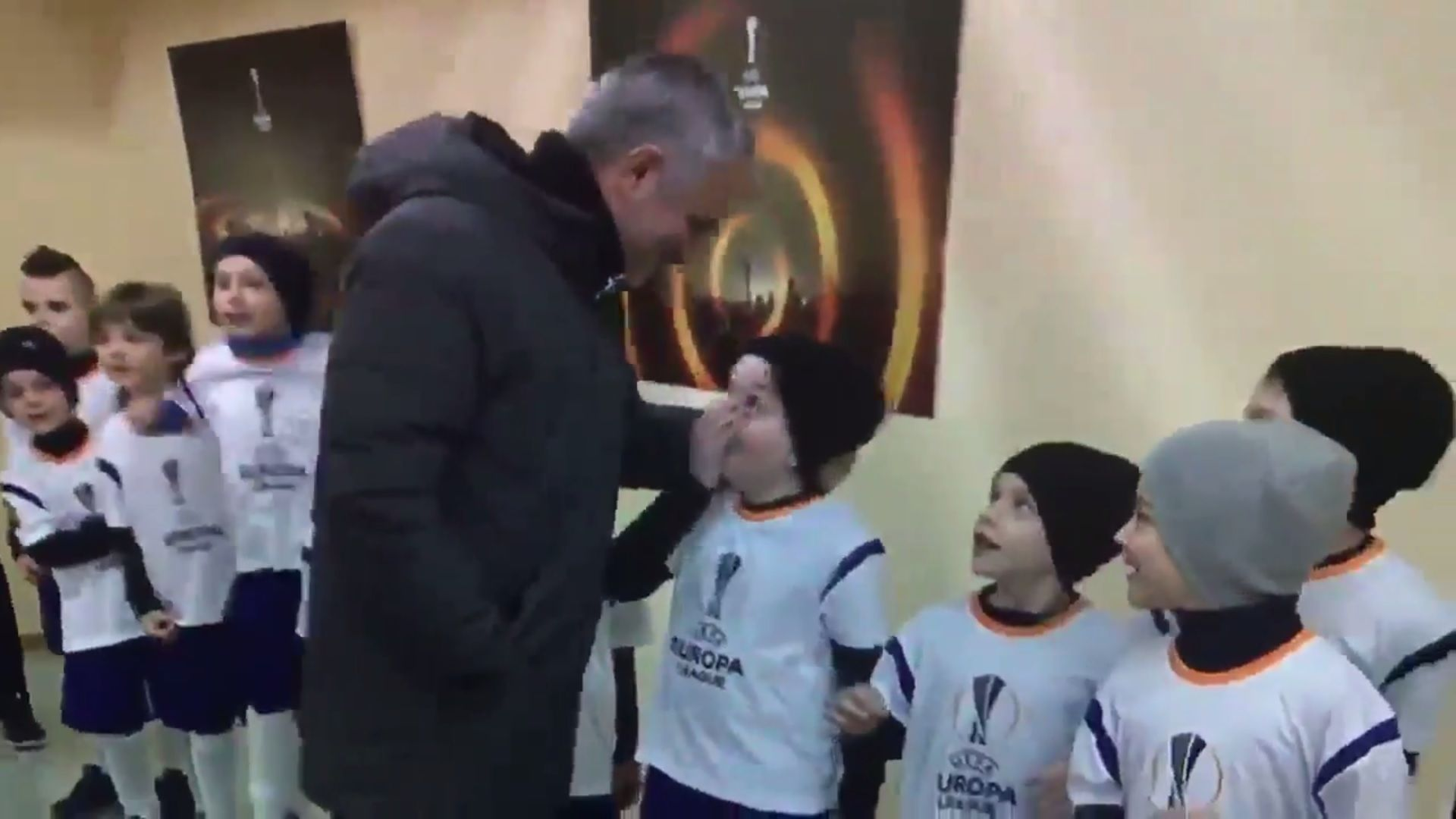 VIDEO: La reacción de un nene al conocer a Mourinho