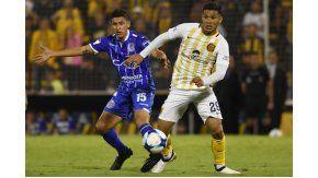 El colombiano quiso patear el penal, pero Ruben no lo dejó