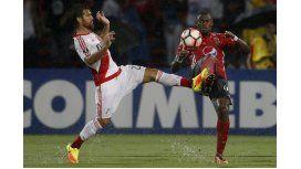 River le ganó al DIM de Colombia en un partido accidentado y demorado