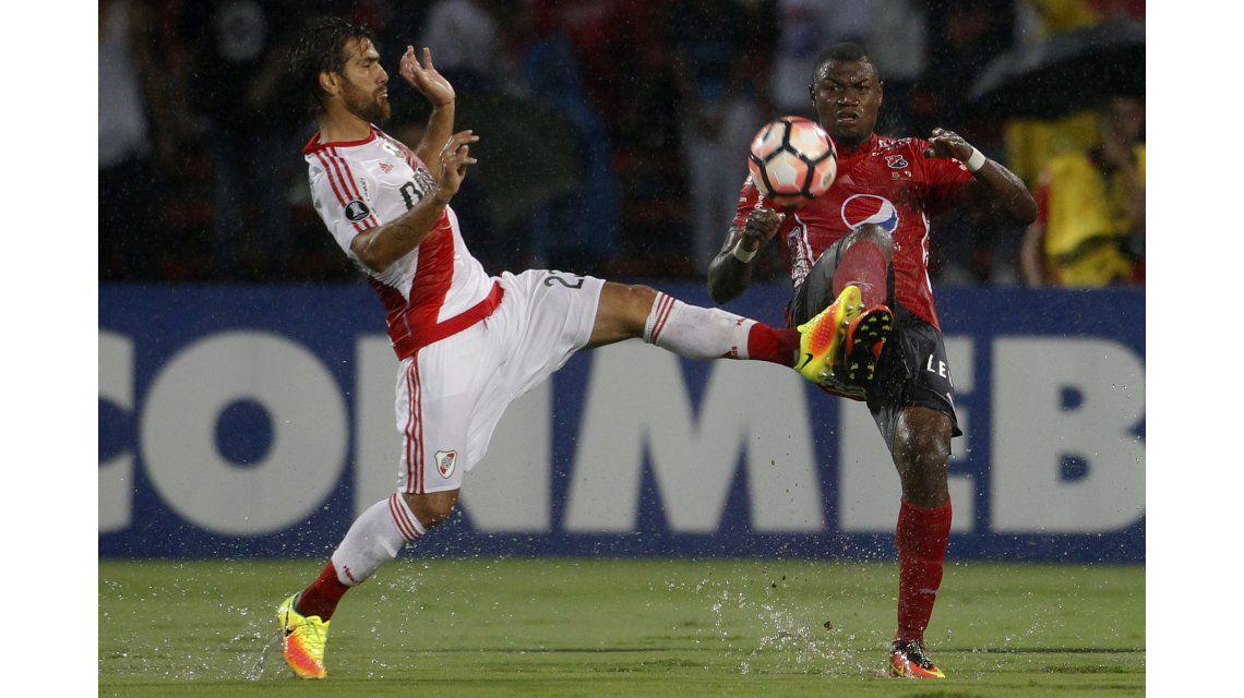River le ganó a al DIM de Medellín en un partido accidentado y demorado