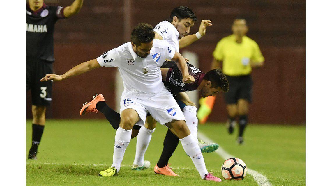 Lanús no tuvo un buen debut y cayó frente a Nacional como local