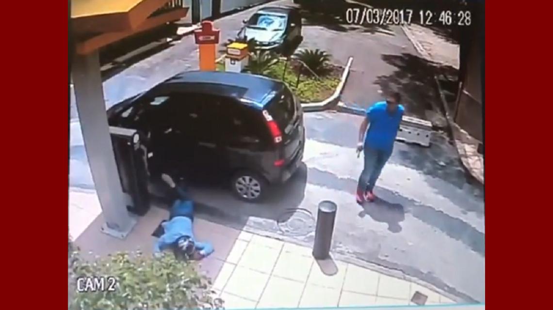 Un policía fuera de servicio le dispara y mata a un delincuente que intentó robarle