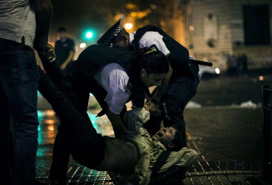 Reprimieron y detuvieron a mujeres tras la marcha a la Plaza de Mayo