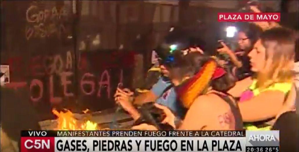 Marcha de las Mujeres: incidentes y corridas frente a la Catedral