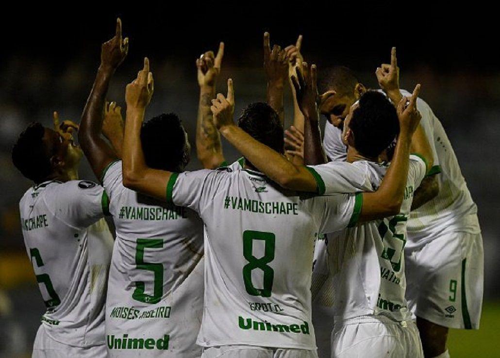 Festejo de Chapecoense en el primer partido en la Libertadores de su historia