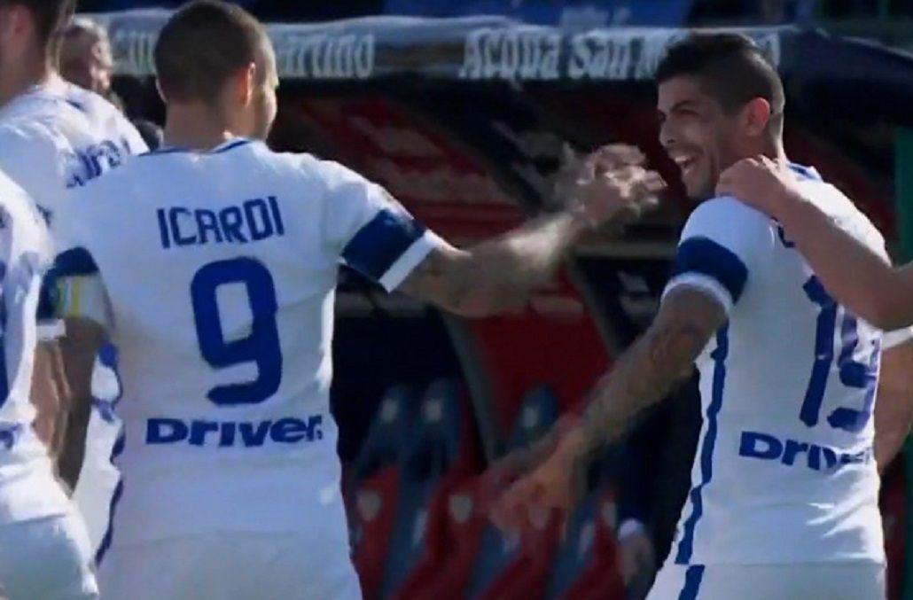 El volante es felicitado por Icardi