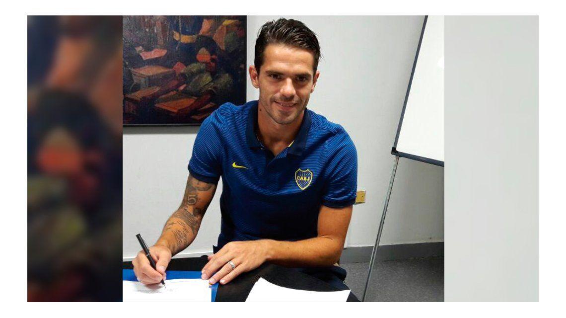 La firma de Fernando Gago para estirar su vínculo con Boca