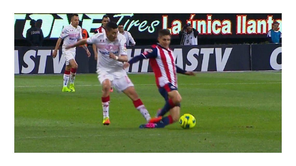 El argentino vio la roja por esta terrible entrada