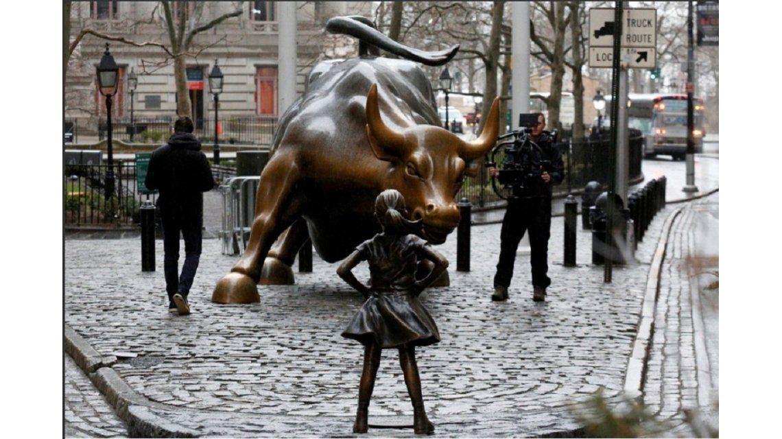 Estatua de La niña sin miedo