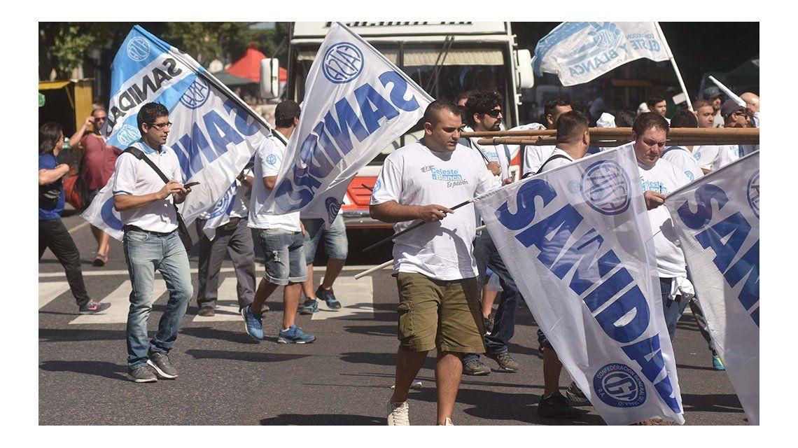 Llegan las columnas sindicales al centro porteño