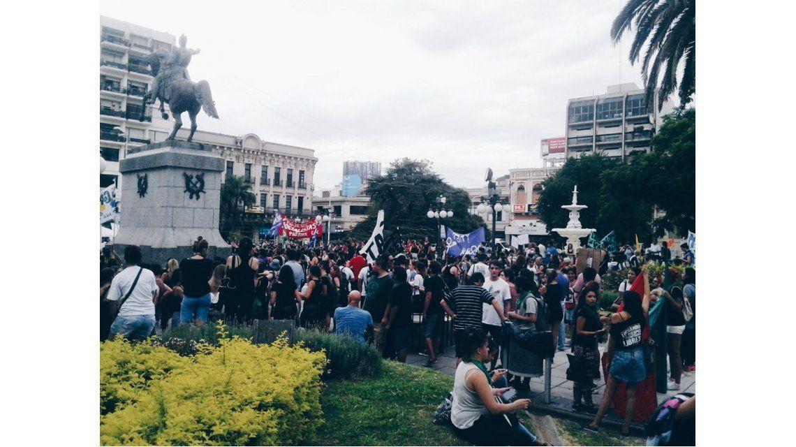 Miles de mujeres se acercan al Congreso por la marcha
