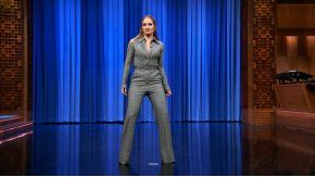 Jennifer López bailó muy sensual en el programa de Jimmy Fallon