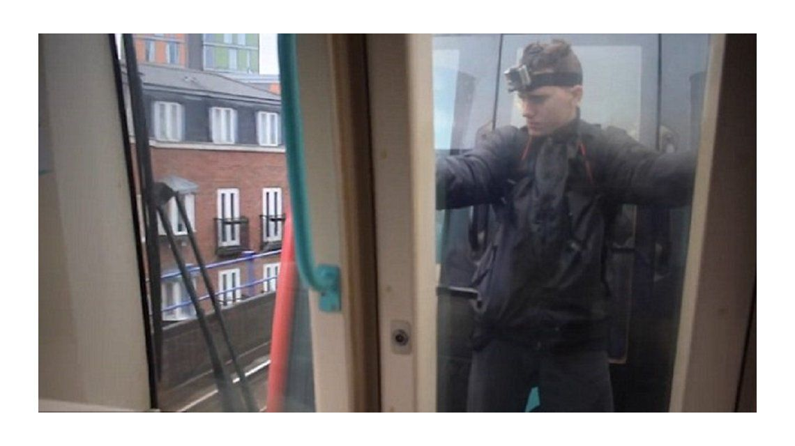Trikkstar colgando de un tren