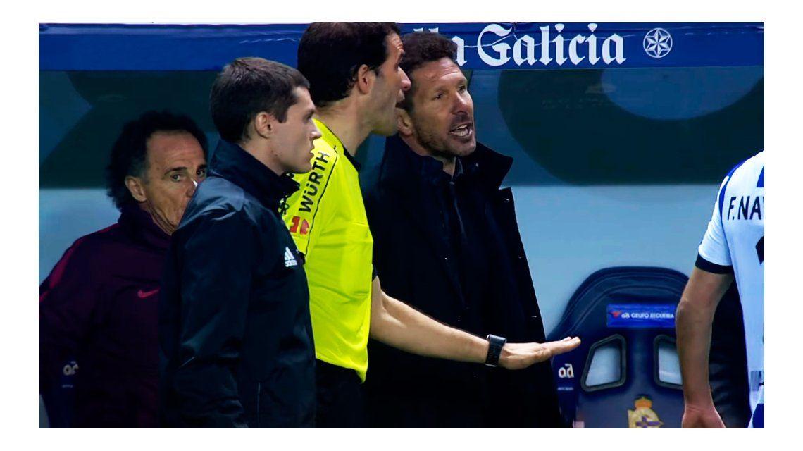 El repudiable gesto de Simeone con el Niño Torres inconsciente en la cancha