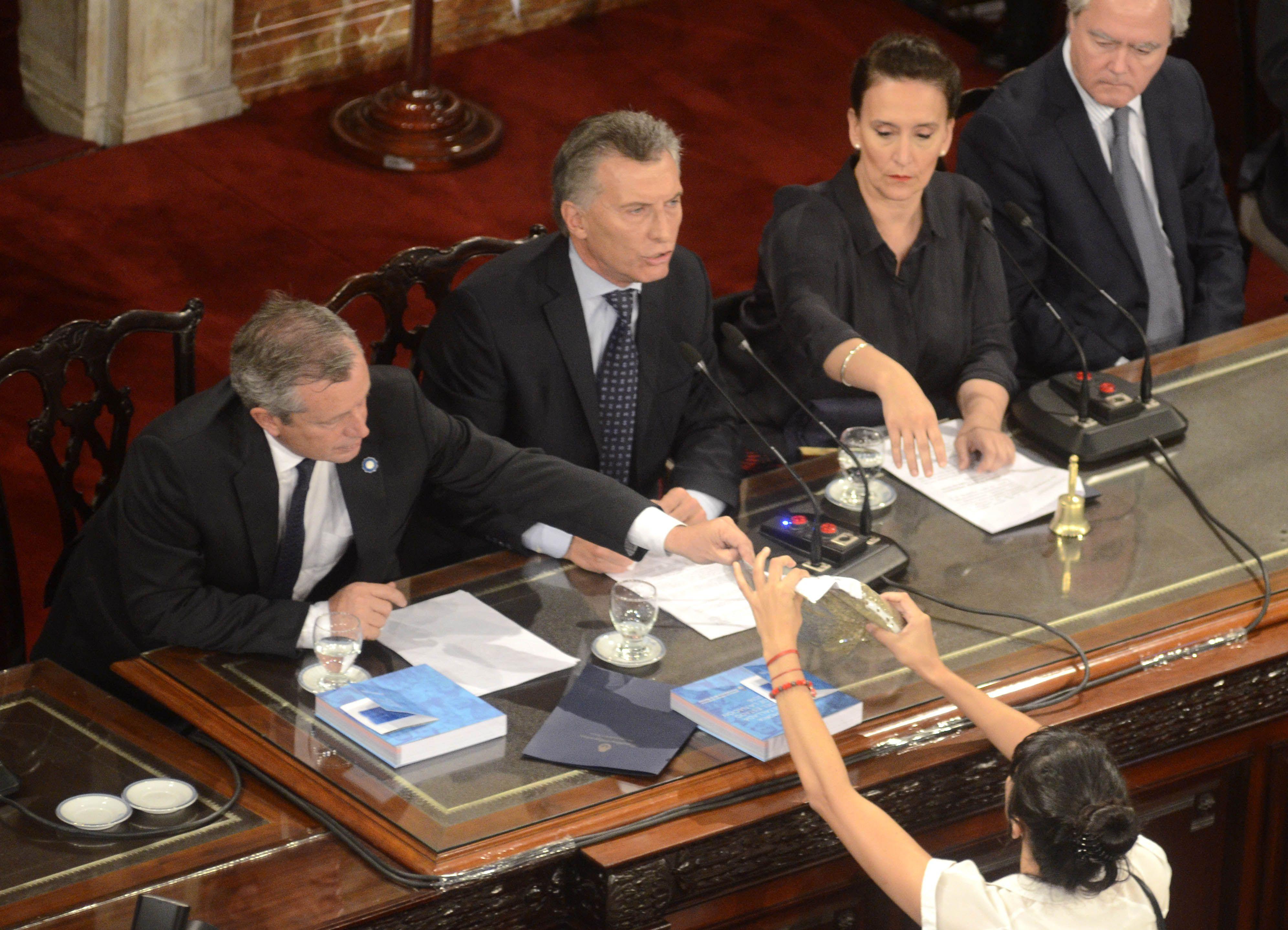 Macri recibió un paquete de yerba