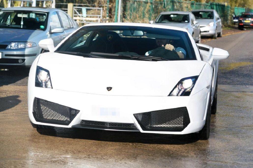 Sergio Romero y su Lamborghini de 163 mil libras