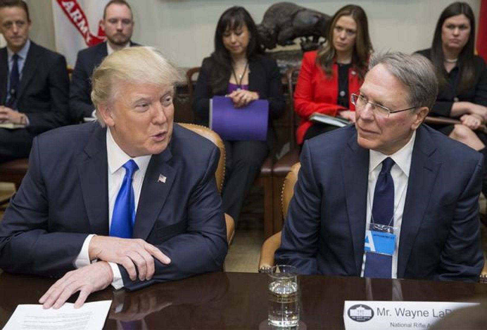 Trump vuelve a permitir que enfermos mentales compren armas