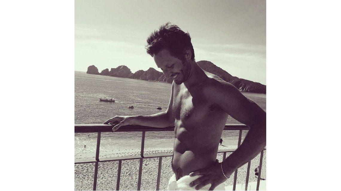 El actor mostró sus abdominales en Instagram