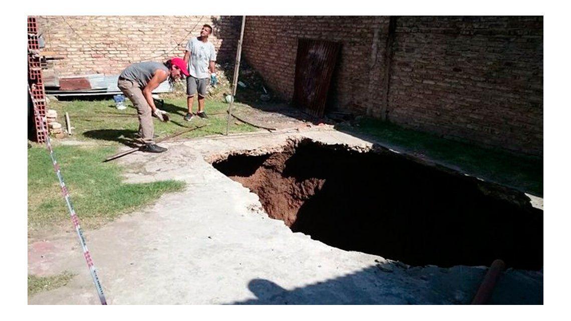 San Isidro: una mujer cayó en un cráter mientras desarmaba una pileta