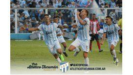 El grito del goleador Menéndez, con Zampedri por detrás