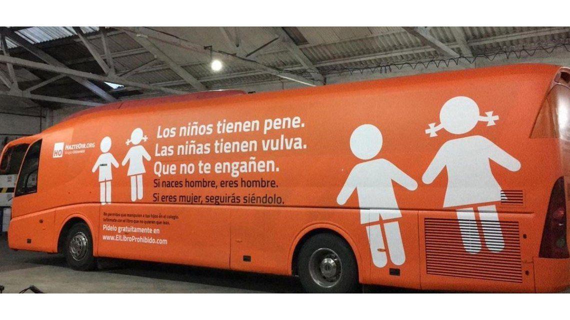 Un colectivo con mensaje tránsfobo circula y causa indignación en Madrid